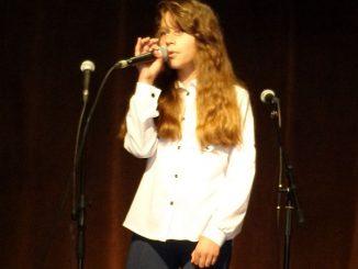 Wiktoria Hatowska, überlegene Altersgruppen-Siegerin beim Wettbewerb des deutschen Lieds