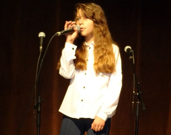 Wiktoria Hatowka, überlegene Altersgruppen-Siegerin beim Wettbewerb des deutschen Lieds