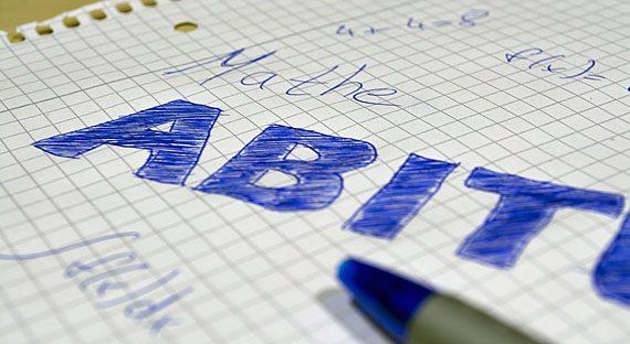 Zum Abitur gehört auch eine Abizeitung, Foto: pixabay.com/C00