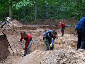 Polnische Archäologen bei Ausgrabungen