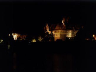 Die Marienburg (Malbork) bei Nacht