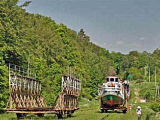 Der Oberlandkanal ist mit den Rollbergen wieder befahrbar. Foto: (c) B.Jäger-Dabek