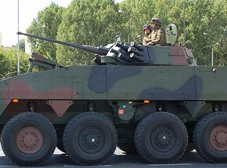 Allradgetriebenes gepanzertes Mehrzweckmilitärfahrzeug Rosomak, Foto: Wistula, CC BY-SA 3.0