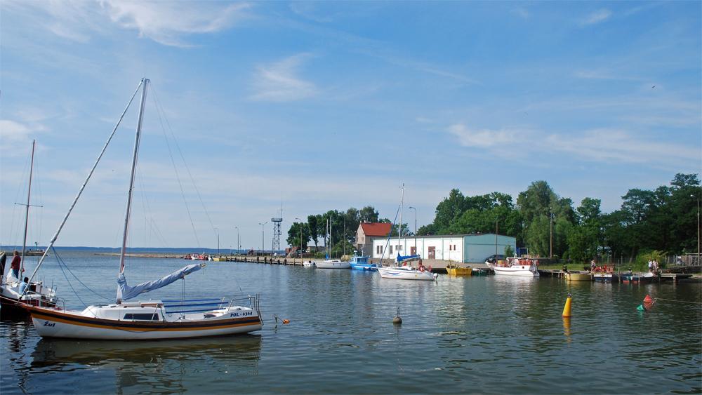 Der Hafen von Tolkmicko/Tolkemit am Haffufer, Foto: Polimerek, CC-BY-SA-3.0,2.5,2.0,1.0